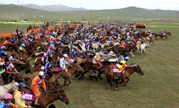 Horse Races at Ewenke Qi